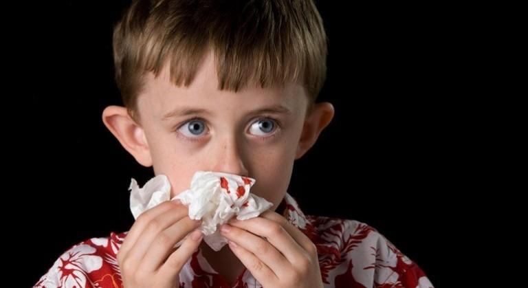 Saignement de nez, Saignement de nez: pencher la tête vers l'arrière, ou vers l'avant?, Académie de secourisme médical, Académie de secourisme médical